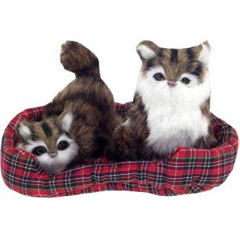 do výberu umele kožušinove mačky ležiace na perinke jedna sa o ...